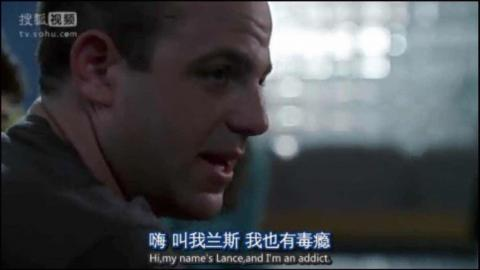 "《Prison Break》剧照:副总统身边的特工Paul Adelstein为了接近Sara假扮毒瘾者,在Sara诉说自己的戒毒经历后,他说""我也是"""